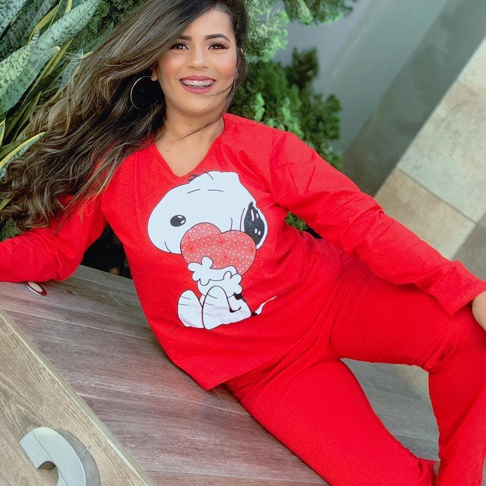 Pijamas de calça e blusa de manga longa